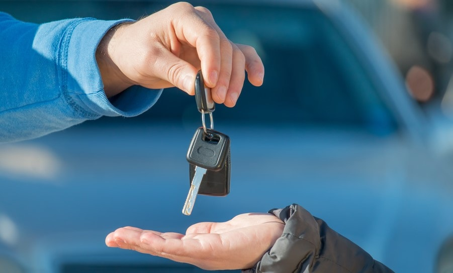 hand giving car keys to another hand in front of car non owners insurance
